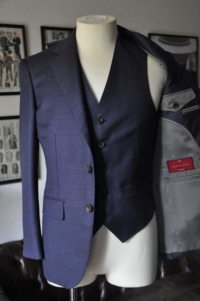 DSC09001 スーツの紹介- 御幸毛織 無地ネイビースリーピースグレー-