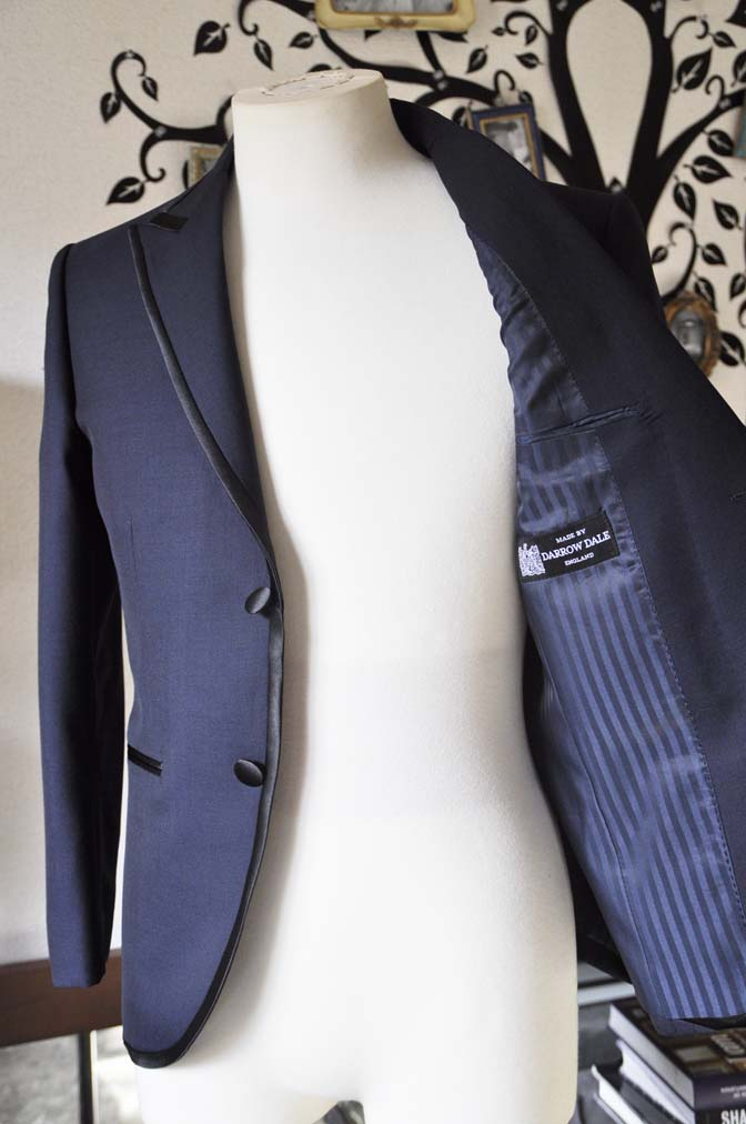 DSC0904-2 お客様のジャケットの紹介-DARROW DALEネイビーパイピングジャケット、ブラックウォッチパンツ-DSC0904-2 お客様のジャケットの紹介-DARROW DALEネイビーパイピングジャケット、ブラックウォッチパンツ- 名古屋市のオーダータキシードはSTAIRSへ