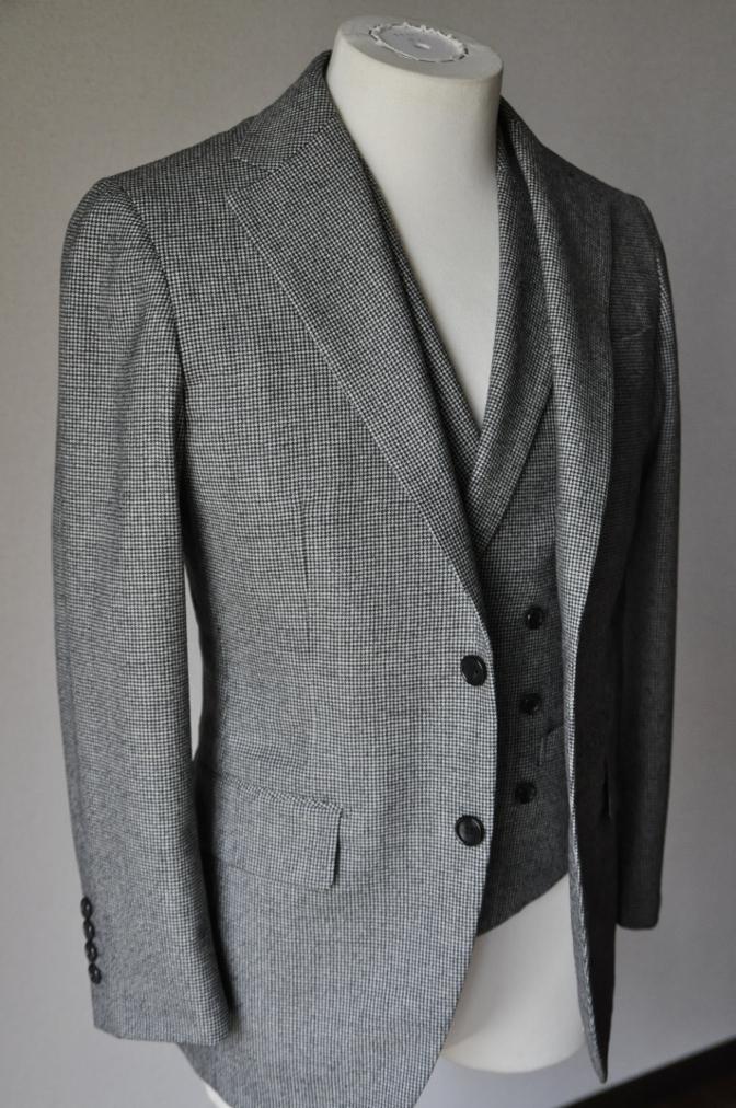 DSC09081 お客様のスーツの紹介-千鳥格子フランネル ダブルのベストでのスリーピース- 名古屋の完全予約制オーダースーツ専門店DEFFERT