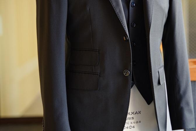 DSC09167 オーダースーツの紹介-Biellesiブラックスリーピーススーツ-