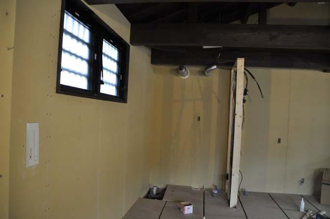 DSC0918-3 着々と進む内装工事。 名古屋の完全予約制オーダースーツ専門店DEFFERT