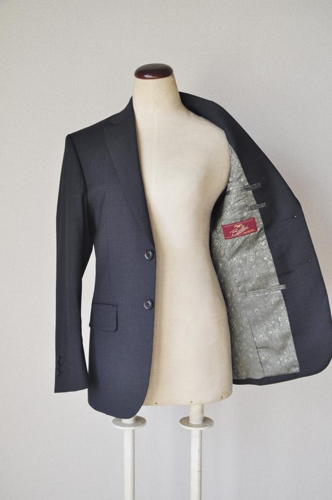 DSC09452 お客様のスーツの紹介-BIELLESI チャコールグレーヘリンボーンスーツ-