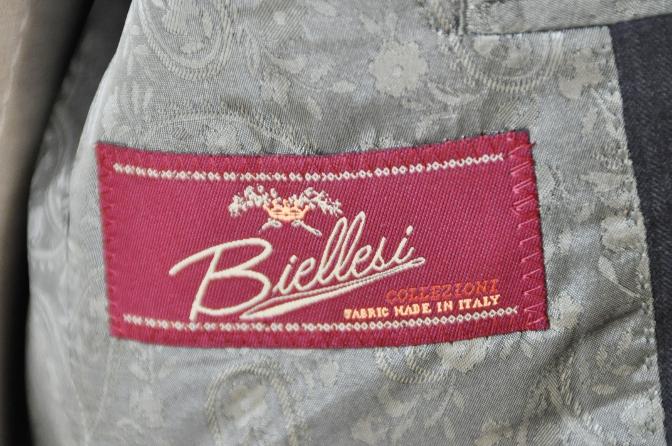 DSC09491 お客様のスーツの紹介-BIELLESI チャコールグレーヘリンボーンスーツ-