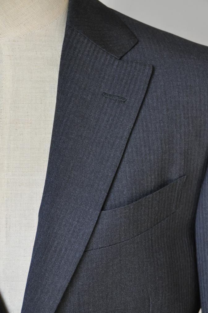 DSC09511 お客様のスーツの紹介-BIELLESI チャコールグレーヘリンボーンスーツ-