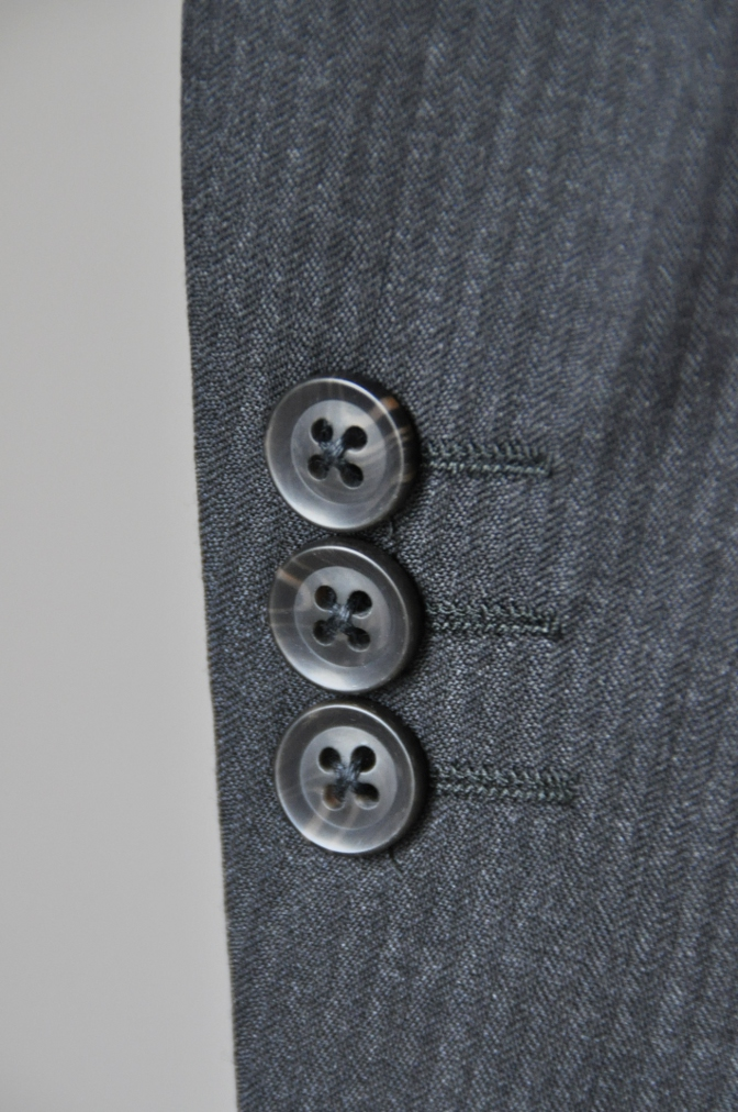 DSC09551 お客様のスーツの紹介-BIELLESI チャコールグレーヘリンボーンスーツ-