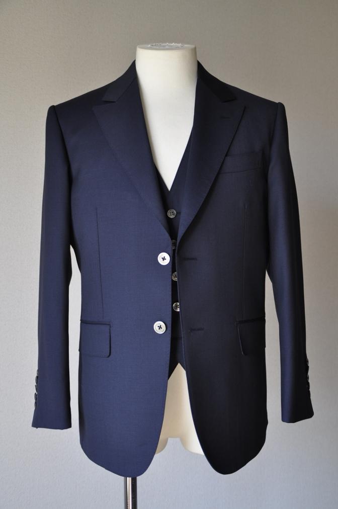 DSC09831 お客様のスーツの紹介-BIELLESI ネイビー スリーピース-