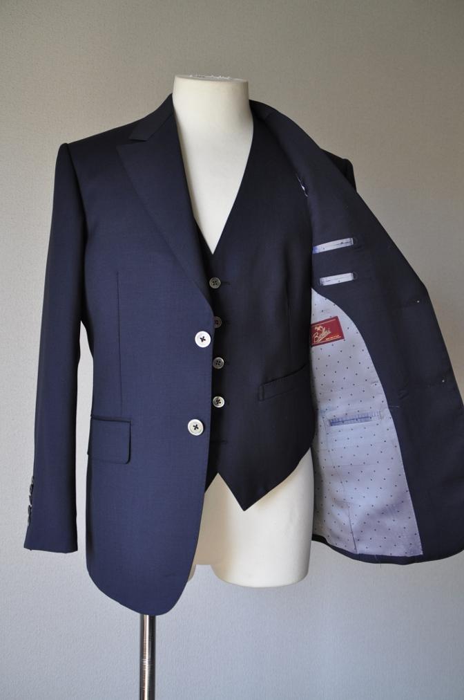 DSC09841 お客様のスーツの紹介-BIELLESI ネイビー スリーピース-