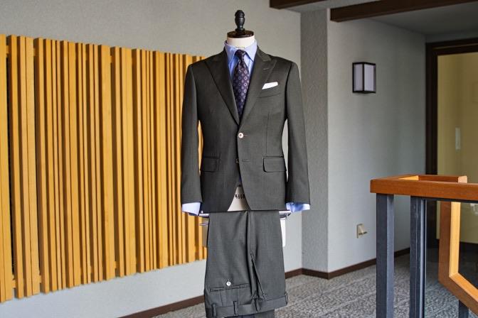 DSC09915 オーダースーツの紹介-Biellesiグリーンスーツ-