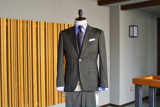 DSC09916 オーダースーツの紹介-Biellesiグリーンスーツ-