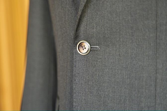 DSC09919 オーダースーツの紹介-Biellesiグリーンスーツ-