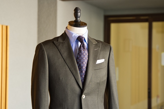DSC09922 オーダースーツの紹介-Biellesiグリーンスーツ-