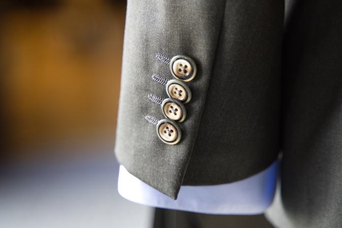 DSC09924 オーダースーツの紹介-Biellesiグリーンスーツ-