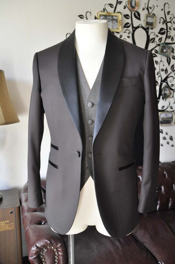 DSC0995-2 お客様のウエディング衣装の紹介- Biellesiブラウンタキシード-