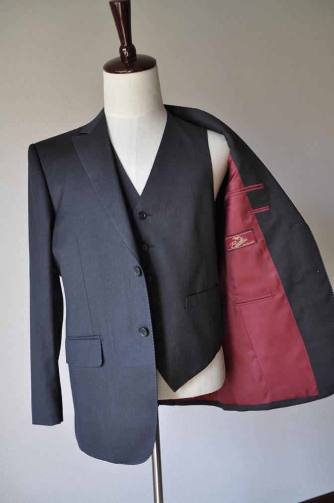 DSC10071 お客様のスーツの紹介-BIELLESI チャコールグレー スリーピース-