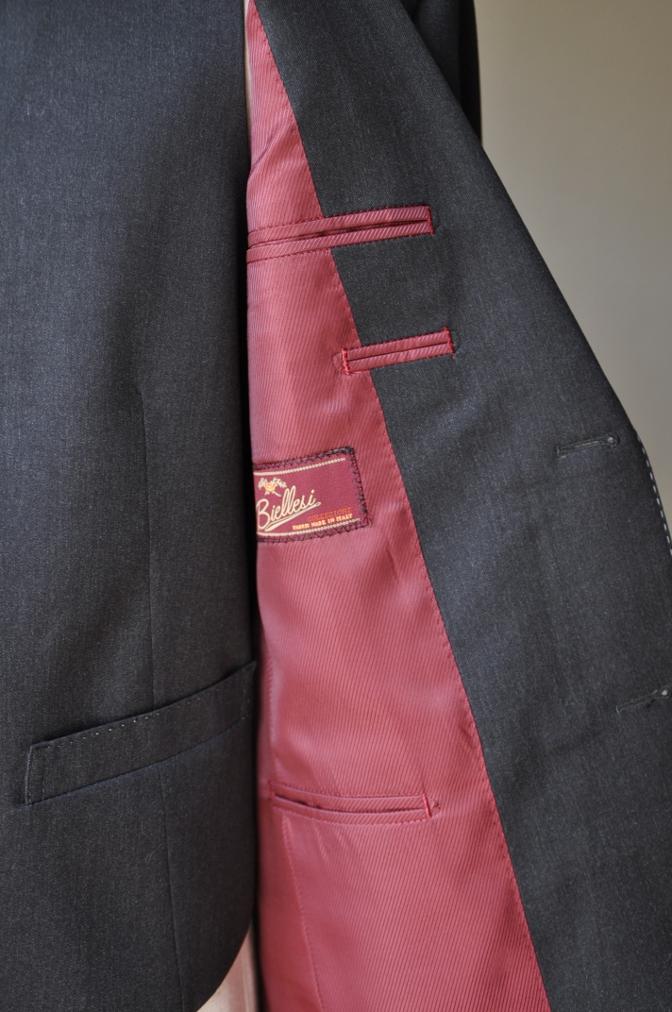 DSC10081 お客様のスーツの紹介-BIELLESI チャコールグレー スリーピース-