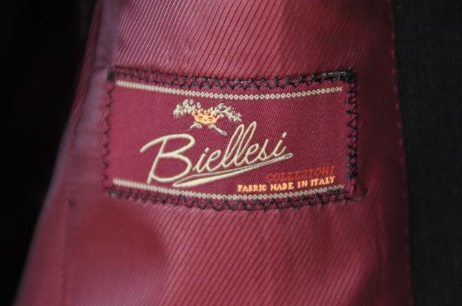 DSC10091 お客様のスーツの紹介-BIELLESI チャコールグレー スリーピース-