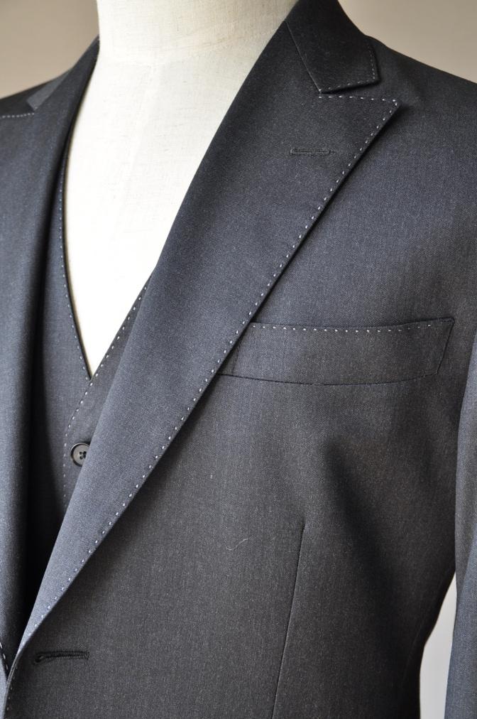 DSC10101 お客様のスーツの紹介-BIELLESI チャコールグレー スリーピース-
