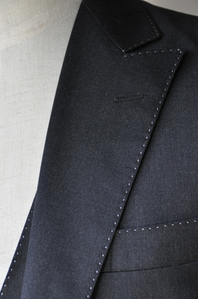 DSC1012 お客様のスーツの紹介-BIELLESI チャコールグレー スリーピース-