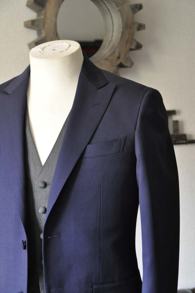 DSC1015-1 お客様のウエディング衣装の紹介- Biellesi ネイビースーツ グレーベスト-DSC1015-1 お客様のウエディング衣装の紹介- Biellesi ネイビースーツ グレーベスト- 名古屋市のオーダータキシードはSTAIRSへ