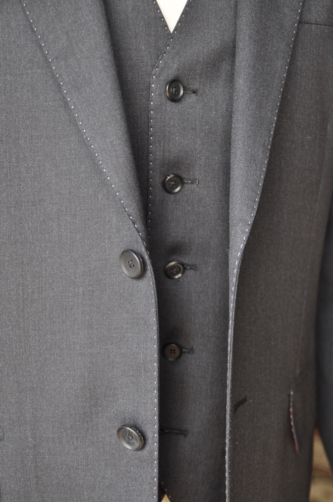 DSC10171 お客様のスーツの紹介-BIELLESI チャコールグレー スリーピース-