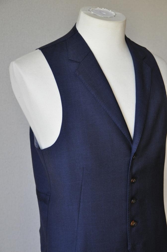 DSC10172 お客様のスーツの紹介-御幸毛織 ネイビーチェック スリーピース-