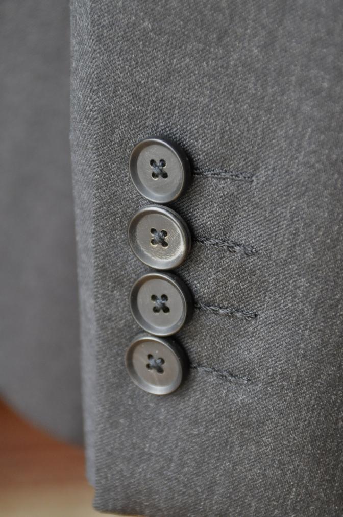 DSC1019 お客様のスーツの紹介-BIELLESI チャコールグレー スリーピース-
