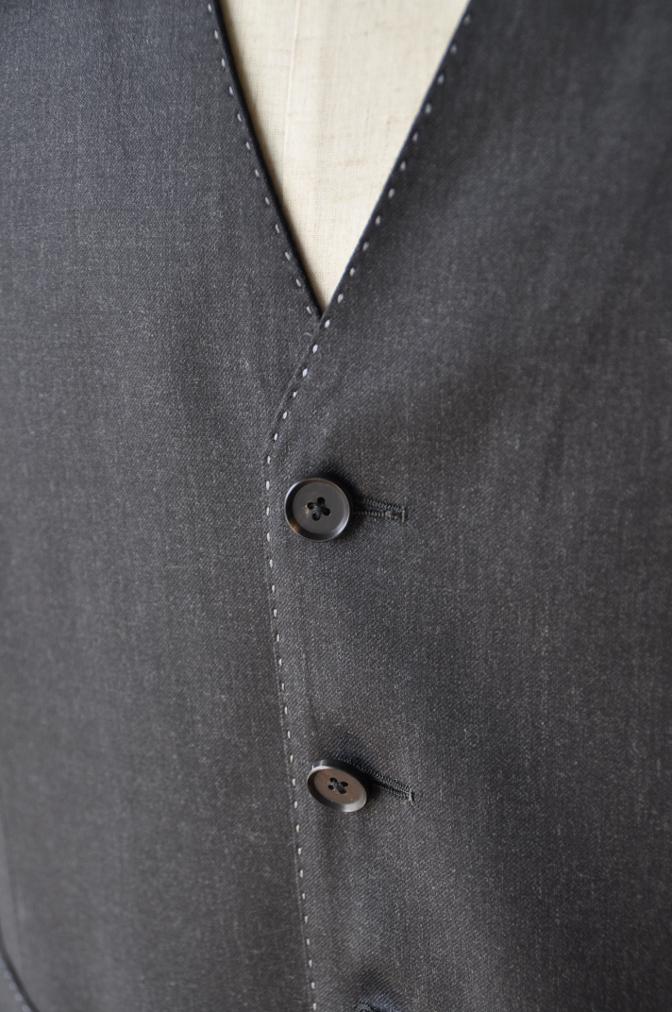 DSC1020 お客様のスーツの紹介-BIELLESI チャコールグレー スリーピース-