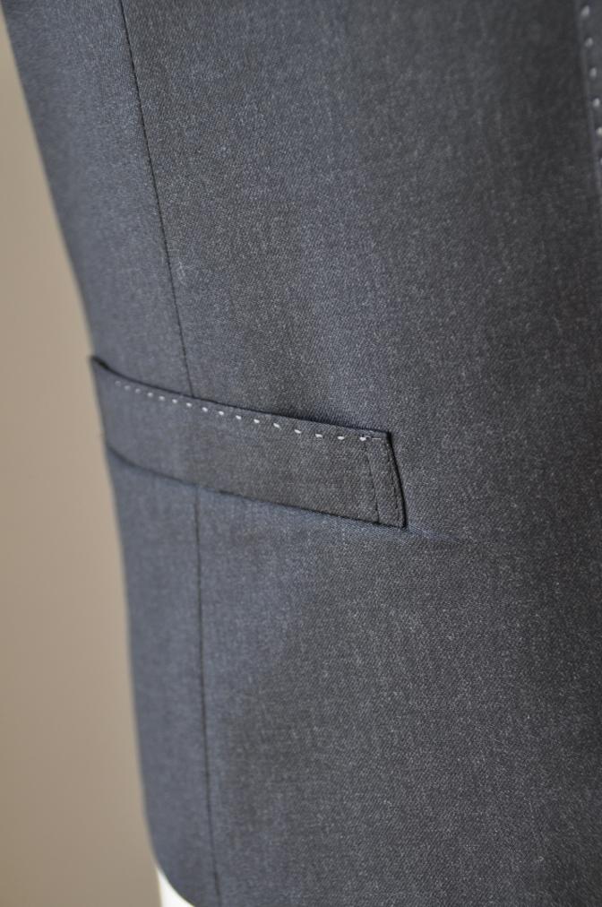 DSC1021 お客様のスーツの紹介-BIELLESI チャコールグレー スリーピース-