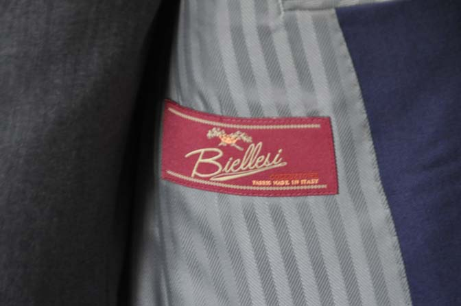 DSC1023 お客様のウエディング衣装の紹介- Biellesi ネイビースーツ グレーベスト-DSC1023 お客様のウエディング衣装の紹介- Biellesi ネイビースーツ グレーベスト- 名古屋市のオーダータキシードはSTAIRSへ