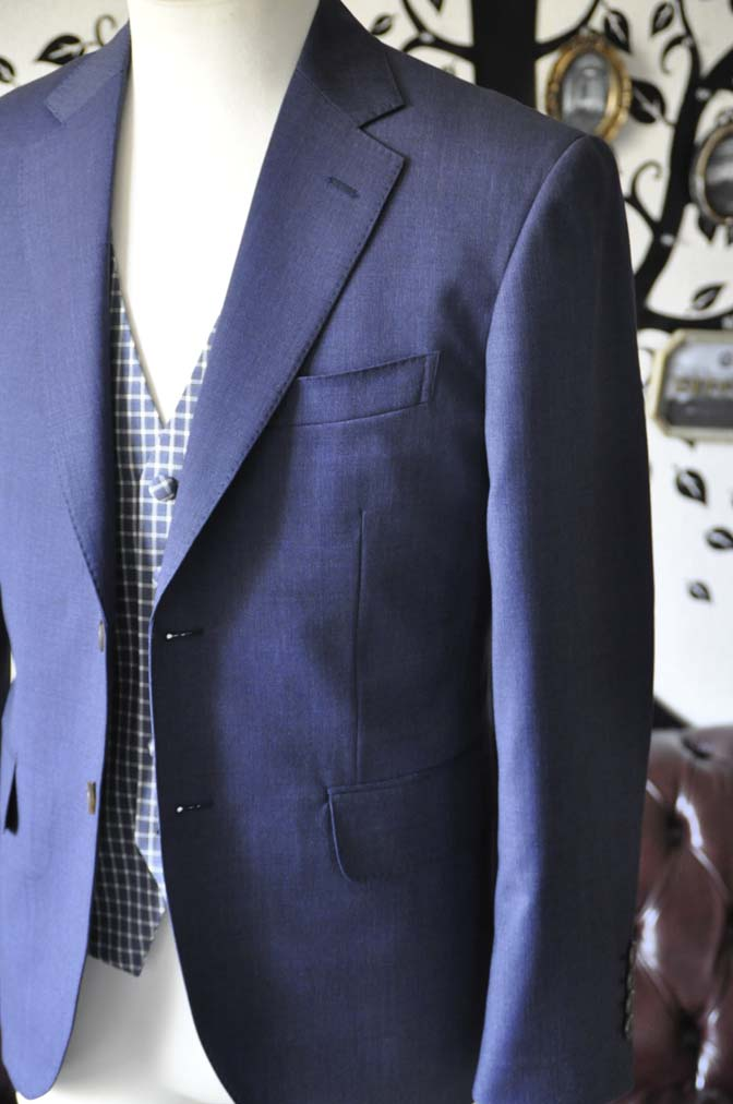 DSC1037-1 お客様のウエディング衣装の紹介- Biellesiネイビージャケット ネイビーチェックベスト ホワイトパンツ-DSC1037-1 お客様のウエディング衣装の紹介- Biellesiネイビージャケット ネイビーチェックベスト ホワイトパンツ- 名古屋市のオーダータキシードはSTAIRSへ