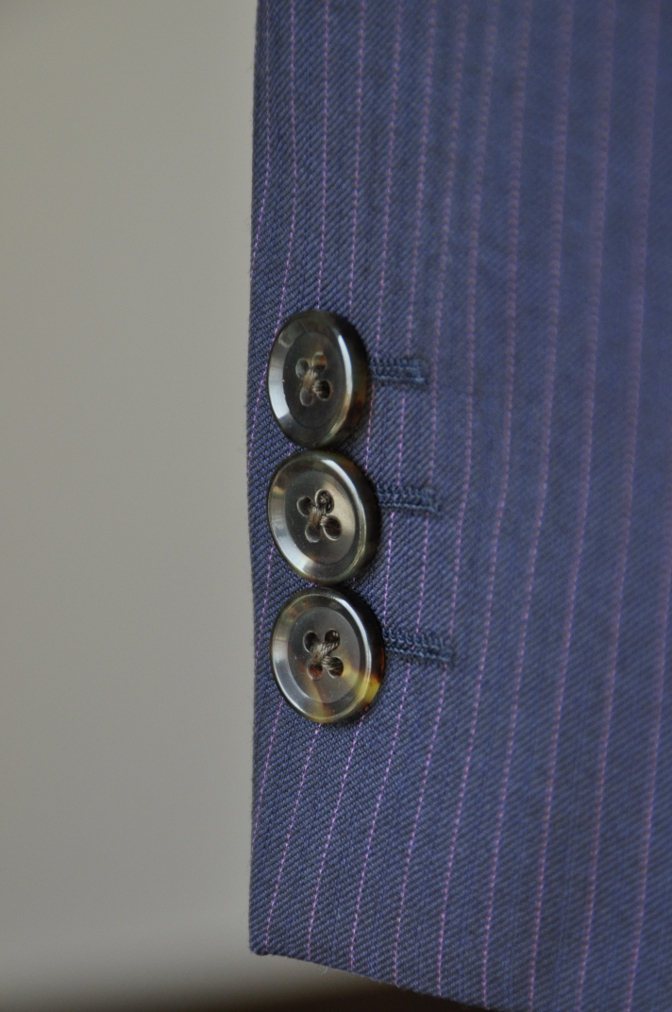 DSC10403 お客様のスーツの紹介-Tollegno ネイビーストライプ-