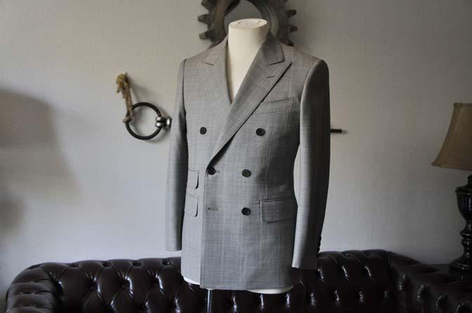 DSC1052-1 スーツの紹介- 御幸毛織 グレーウィンドペン ダブルスーツ- 名古屋の完全予約制オーダースーツ専門店DEFFERT