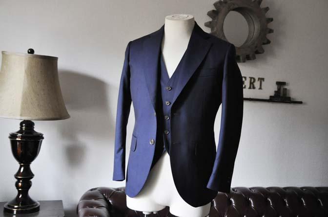 DSC1070-1 お客様のスーツの紹介- Canonico 無地ネイビースリーピーススーツ- 名古屋の完全予約制オーダースーツ専門店DEFFERT