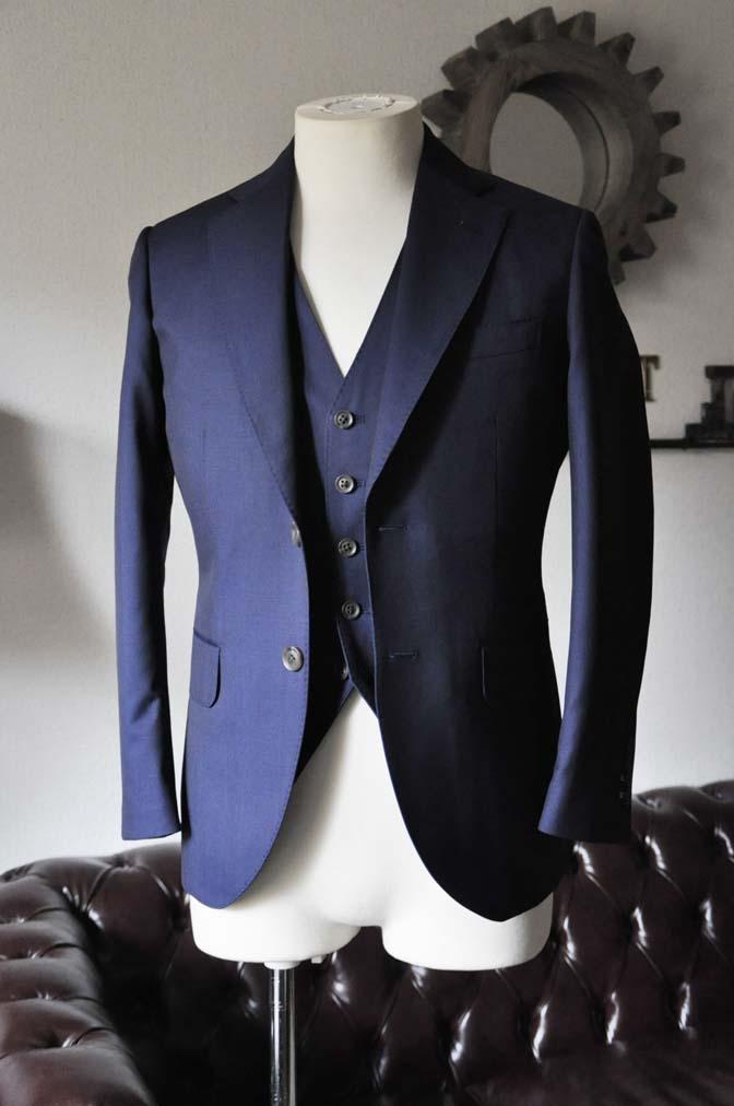 DSC1071-1 お客様のスーツの紹介- Canonico 無地ネイビースリーピーススーツ- 名古屋の完全予約制オーダースーツ専門店DEFFERT