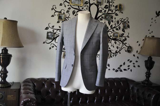 DSC1078-2 お客様のスーツの紹介-Biellesiグレーウィンドペンスーツ- 名古屋の完全予約制オーダースーツ専門店DEFFERT