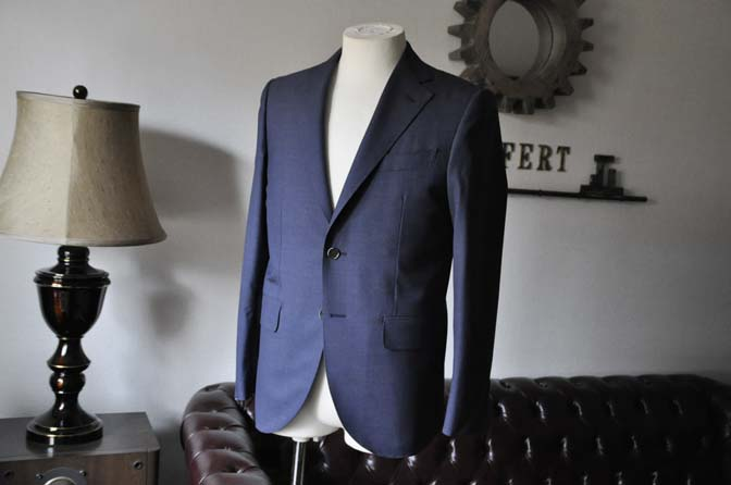DSC1087 お客様のスーツの紹介- Canonico 無地ネイビースーツ- 名古屋の完全予約制オーダースーツ専門店DEFFERT