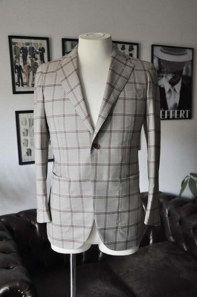 DSC1097 お客様のジャケットの紹介-TALLIA DI DELFINO ベージュ/レッドウィンドペン-