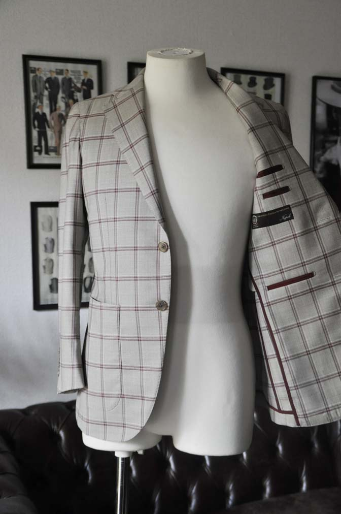 DSC1100 お客様のジャケットの紹介-TALLIA DI DELFINO ベージュ/レッドウィンドペン-