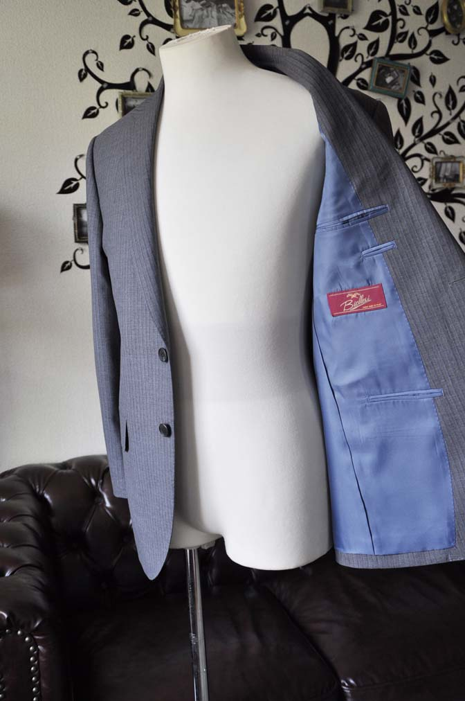 DSC1105-2 お客様のスーツの紹介-Biellesiグレーストライプスーツ-