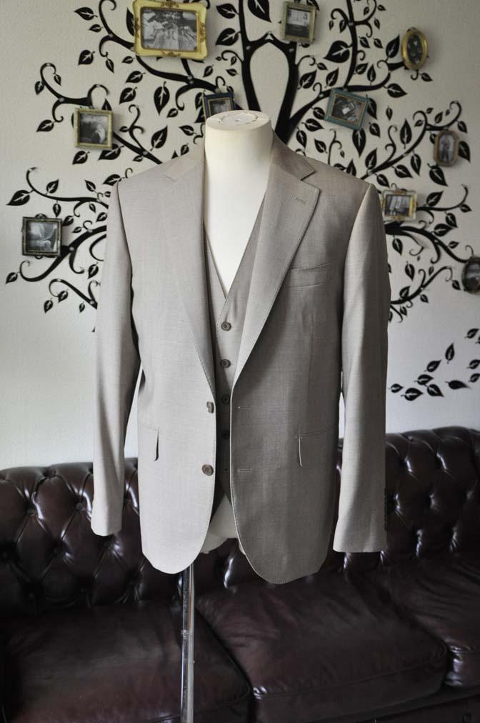 DSC1112-2 お客様のスーツの紹介-REDA ライトブラウンスリーピース- 名古屋の完全予約制オーダースーツ専門店DEFFERT