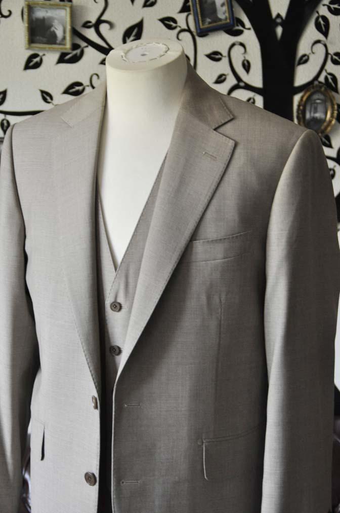 DSC1114-1 お客様のスーツの紹介-REDA ライトブラウンスリーピース- 名古屋の完全予約制オーダースーツ専門店DEFFERT