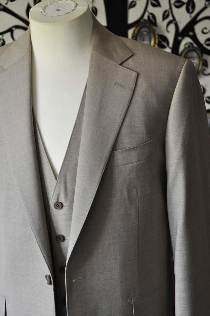 DSC1115-1 お客様のスーツの紹介-REDA ライトブラウンスリーピース- 名古屋の完全予約制オーダースーツ専門店DEFFERT