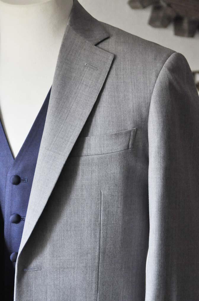 DSC1119-1 お客様のウエディング衣装の紹介-Biellesi ライトグレースーツ ネイビーベスト- 名古屋の完全予約制オーダースーツ専門店DEFFERT