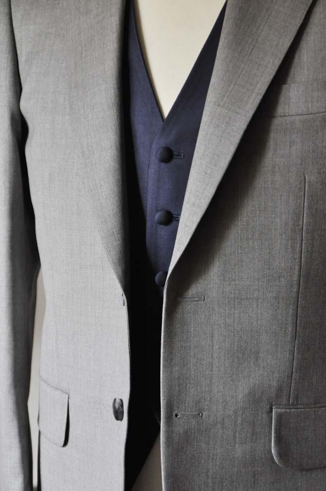 DSC1120-1 お客様のウエディング衣装の紹介-Biellesi ライトグレースーツ ネイビーベスト- 名古屋の完全予約制オーダースーツ専門店DEFFERT