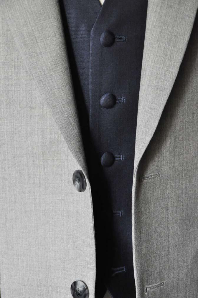 DSC1121-1 お客様のウエディング衣装の紹介-Biellesi ライトグレースーツ ネイビーベスト- 名古屋の完全予約制オーダースーツ専門店DEFFERT