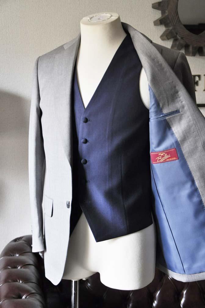 DSC1125-1 お客様のウエディング衣装の紹介-Biellesi ライトグレースーツ ネイビーベスト- 名古屋の完全予約制オーダースーツ専門店DEFFERT