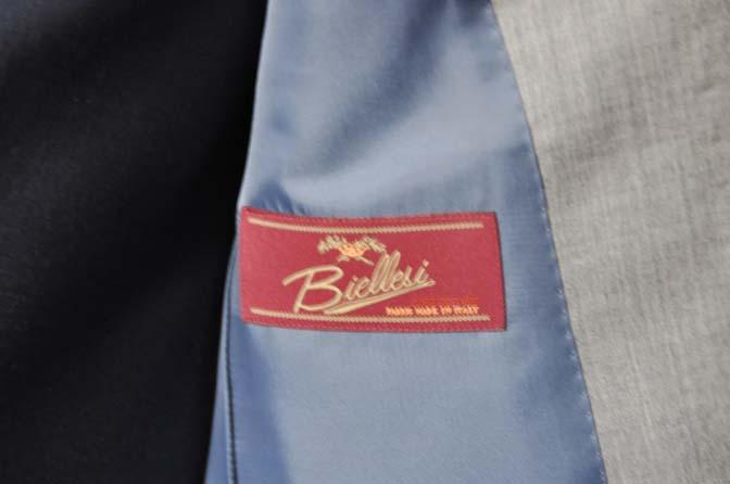 DSC1127-1 お客様のウエディング衣装の紹介-Biellesi ライトグレースーツ ネイビーベスト- 名古屋の完全予約制オーダースーツ専門店DEFFERT