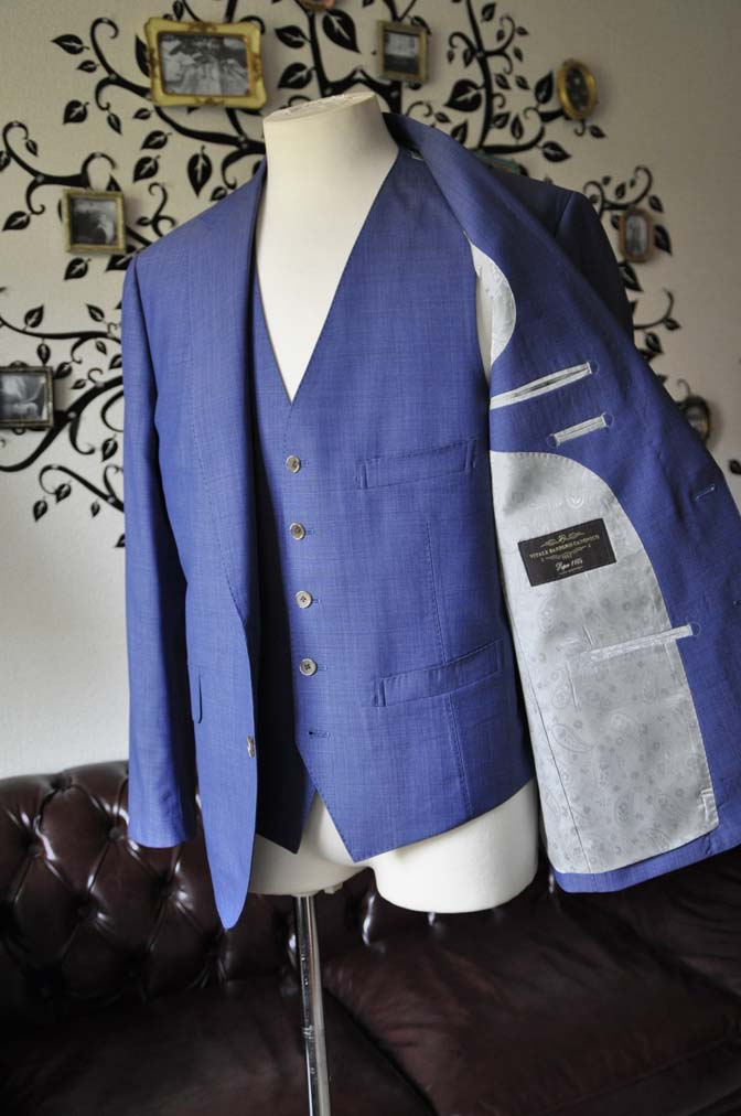 DSC1140-1 お客様のスーツの紹介-CANONICOネイビースリーピース-