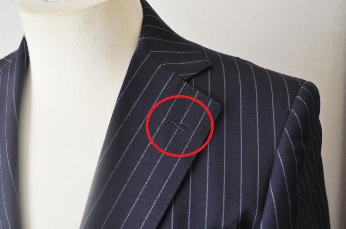 DSC11493 スーツの襟の穴は何のためについているの? 名古屋の完全予約制オーダースーツ専門店DEFFERT