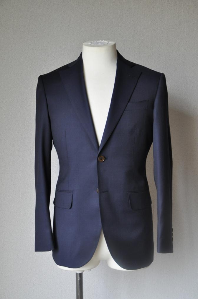 DSC11523 お客様のスーツの紹介-BIELLESI 無地ネイビースーツ-